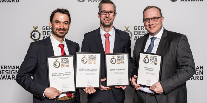 Michael Gerbl, Leitung Marketing und Produktmanagement Egger Flooring Products, Carsten Ritterbach, Leitung Marketing und Vertrieb Egger Building Products, und Franz-Josef Susewind, Leitung Produktmanagement Egger Decorative Products (v. l.).