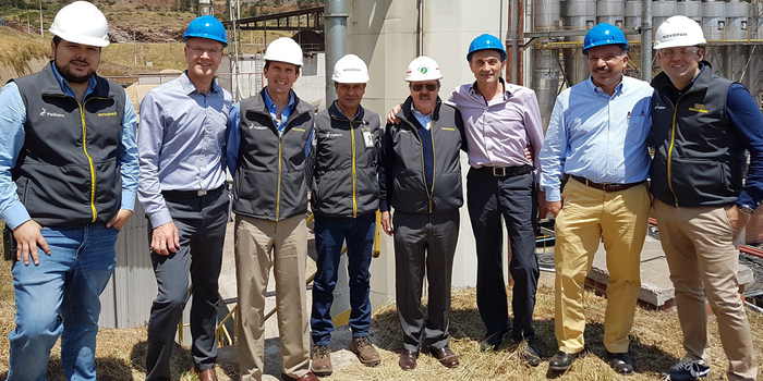 Projektbesprechung in Quito. Von links: Juan Carlos Calderon, Technical Team Novopan del Ecuador; Kari Simolin, Managing Director Dieffenbacher Panelboard Oy; Ignacio Bustamante, General Manager Novopan del Ecuador; Patricio Paez, Production Manager Novopan del Ecuador; Cesar Alvarez, CEO von Novopan del Ecuador; Hubert Dressel, Head of Engineering Department Dieffenbacher; Johannes Schwendele, Sales Manager Dieffenbacher und Cesar José Alvarez, Head of Sales Department Novopan del Ecuador